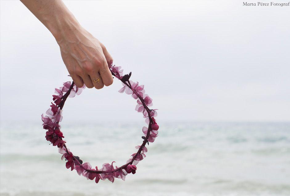 Flores, boda, playa y una invitación